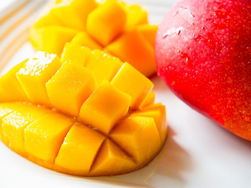 トロピカルフルーツ アップルマンゴー 沖縄県産。産地直送農家の方たちから日本全国へ  九州の果物を旬の時期にお届けするサイト「産地の旬」各地の旬を集めお客様に喜ばれることを目指しています。